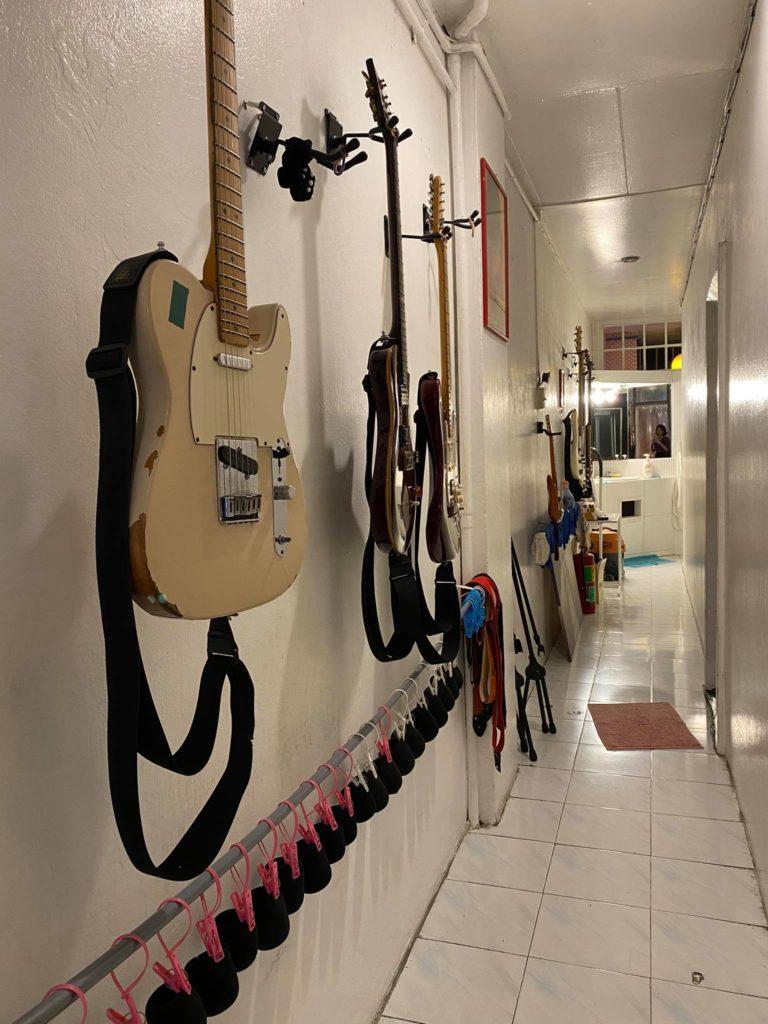 กีตาร์ของห้องซ้อมดนตรี Music Group