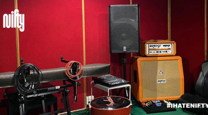 ห้องซ้อมดนตรี Music Group ที่ซ่อนตัวอยู่ในแฟลตดินแดง มานานกว่า 30 ปี! ซึ่งเราผูกพันมากเป็นพิเศษ คุยกับพี่ติ - พี่นา ถึงที่มาของ Music Group